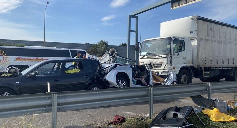 إصابة عدة أشخاص بينهم طفل بحادث سير في ملبورن