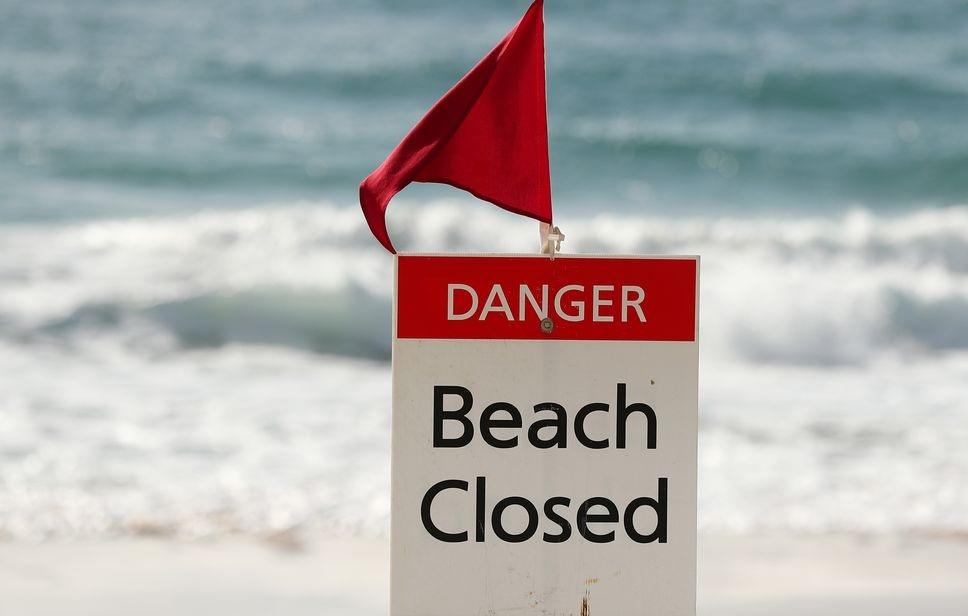 الأمواج الخطيرة تتسبب في إغلاق الشواطئ بنيو ساوث ويلز