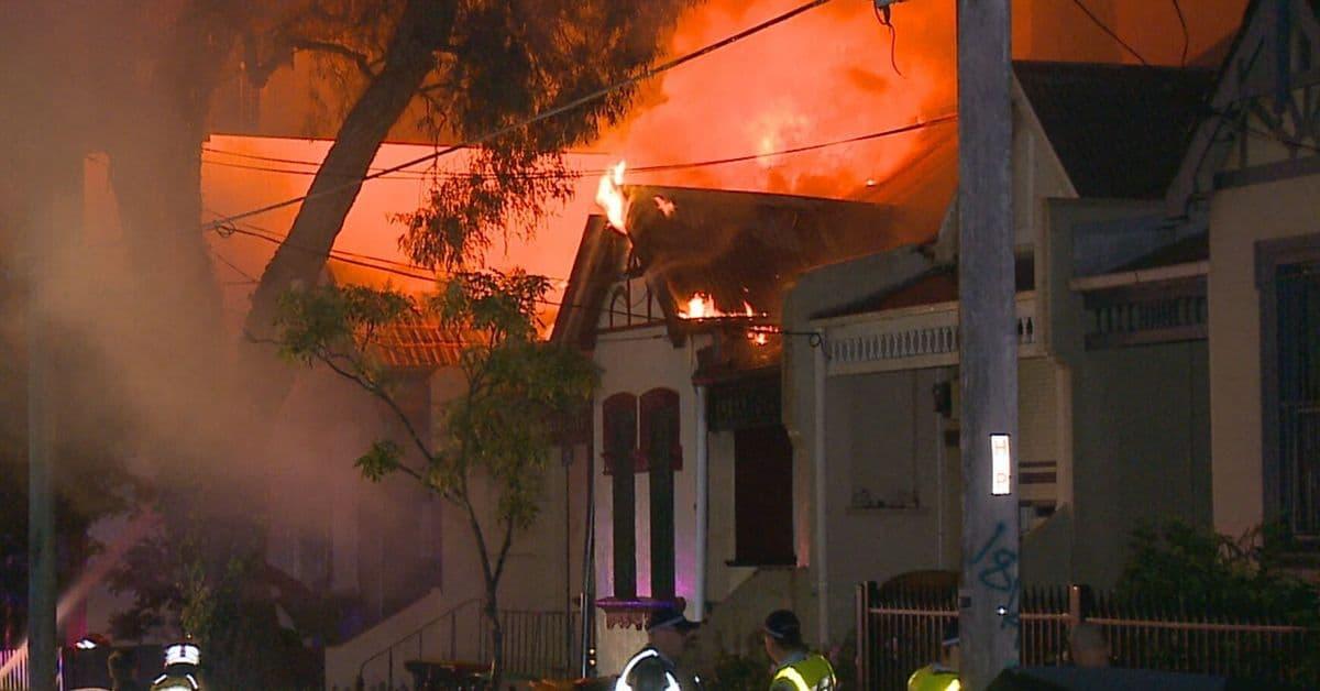 إجلاء 15 شخصاً بعد امتداد حريق ضخم في أحد أحياء سيدني