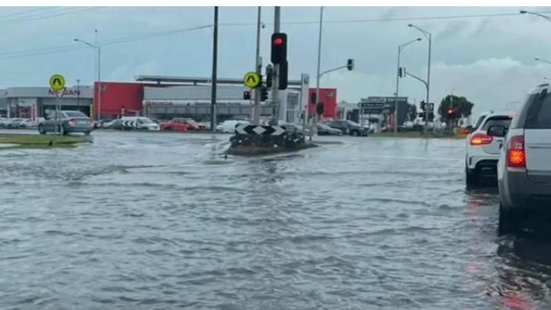 أمطار غزيرة تضرب فيكتوريا لأول مرة منذ 30 عاماً وتتسبب في فيضانات كبيرة