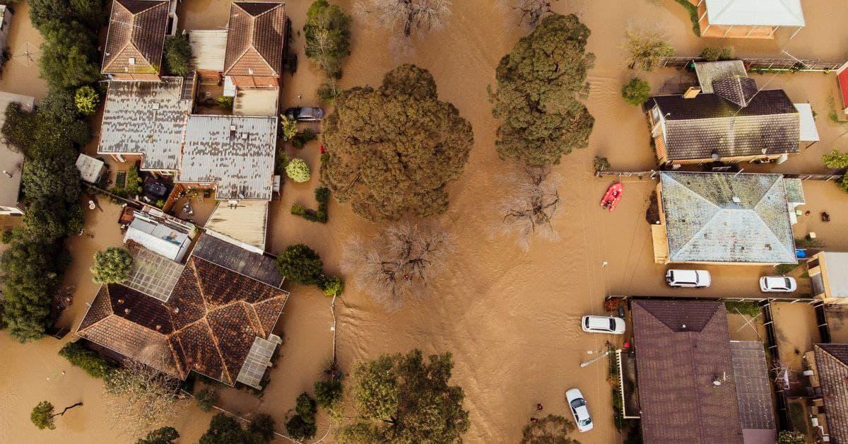 رانقطاع التيار الكهربائي في فيكتوريا مستمر..وتنظيف الفيضانات سيستغرق أيام