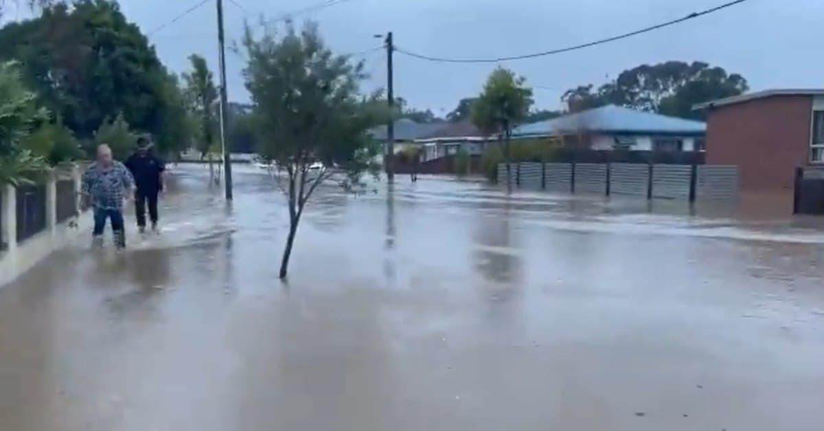 العثور على جثة رجل غارق في سيارته بعد الفيضانات التي اجتاحت فيكتوريا